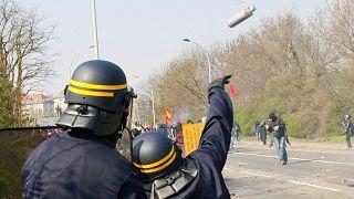 فرانسه به عنوان آخرین کشور اروپایی کاربرد نارنجک ضد شورش را ممنوع میکند