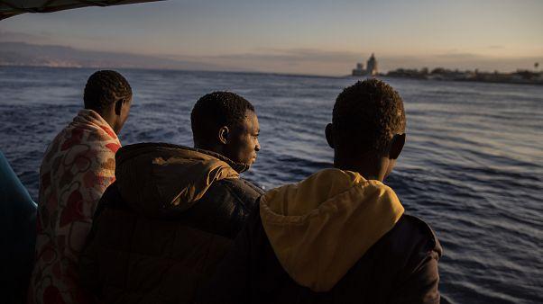 إنقاذ 407 مهاجرًا خلال 72 ساعة في مياه البحر المتوسط