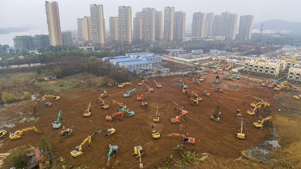 ووهان الصينية تدخل في سباق ضد الزمن لإنهاء بناء مستشفى خلال 10 أيّام