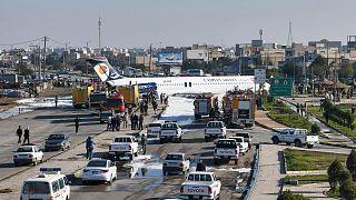 Αεροσκάφος προσγειώθηκε στο δρόμο - Έντρομοι, μα σώοι οι επιβάτες