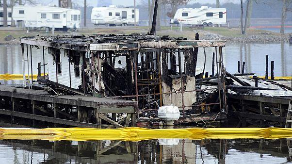 ABD'de tekne iskelesinde çıkan yangında en az 8 kişi hayatını kaybetti