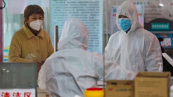 Çin'de çıkan koronavirüs nedeniyle ölenlerin sayısı artıyor