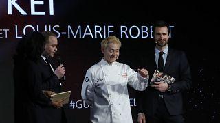"""""""Мишлен"""" наградил тремя звездами парижский ресторан японца"""