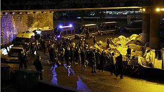 پلیس فرانسه کمپ مهاجران غیرقانونی در «پورت اوبرویلیه» پاریس را برمیچیند