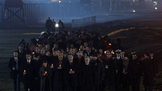 Velas para poner luz en recuerdo de las víctimas en Auschwitz-Birkenau