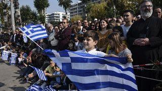 Yunanistan parlamentosu çocuk yardımı tasarısını oyluyor