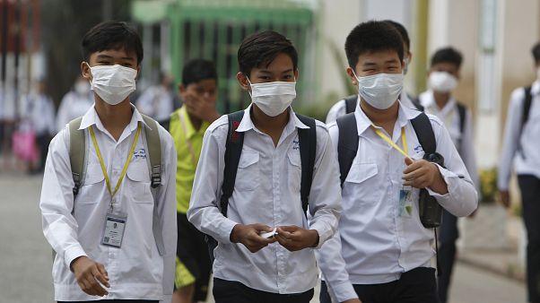 خبراء يرجّحون استمرار أزمة انتشار فيروس كورونا الجديد حتى فصل الصيف على الأقل
