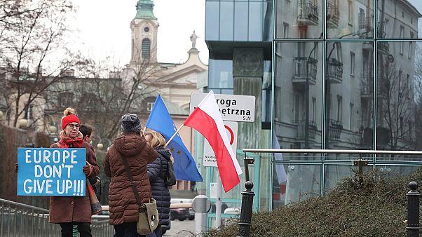"""""""Európa, ne add fel"""" – üzenik Varsóból Věra Jourová látogatása alatt"""