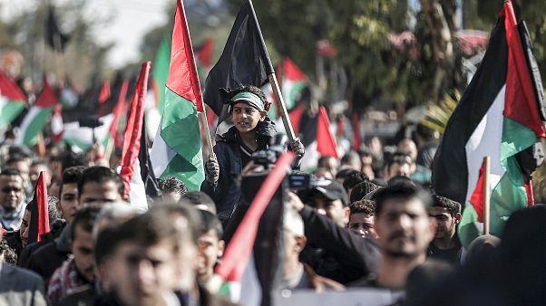 إصابة 22 فلسطينيا في الضفة الغربية خلال تظاهرات ضد خطة ترامب