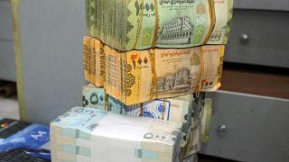 أزمة العملة تزيد من معاناة اليمنيين