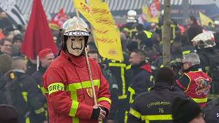 French firemen scuffle with police during Paris protest