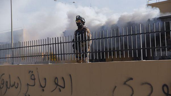 جندي أميركي في داخل حرم السفارة الأميركية في بغداد