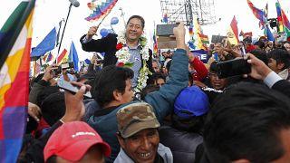 Luis Arce, el candidato de Evo Morales, a su llegada a Bolivia