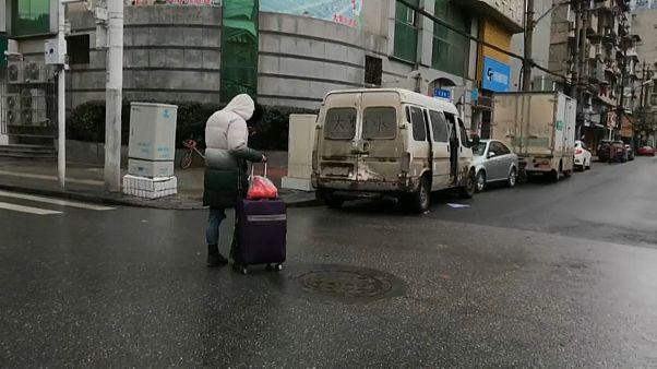 """Fußballtrainer in Wuhan hoffen auf Ausreise: """"Wir haben Angst"""""""