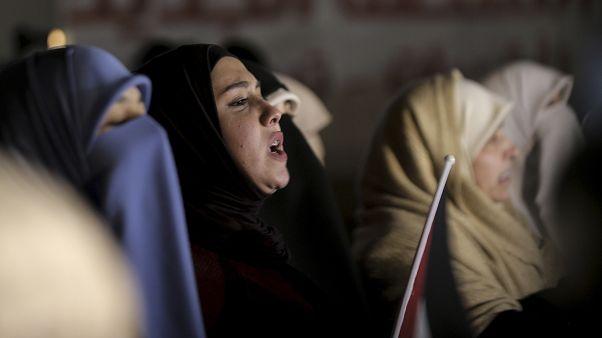 الأردنيون يصيحون بشعارات خلال احتجاج على خطة السلام الأمريكية في الشرق الأوسط ، بالقرب من سفارة الولايات المتحدة في عمان ، الأردن ، الثلاثاء ، 28 يناير.