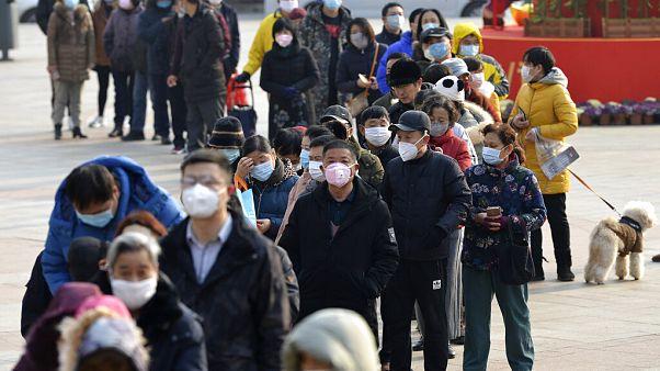 Koronavírus: megkezdték a 600 Kínában rekedt európai kimenekítését