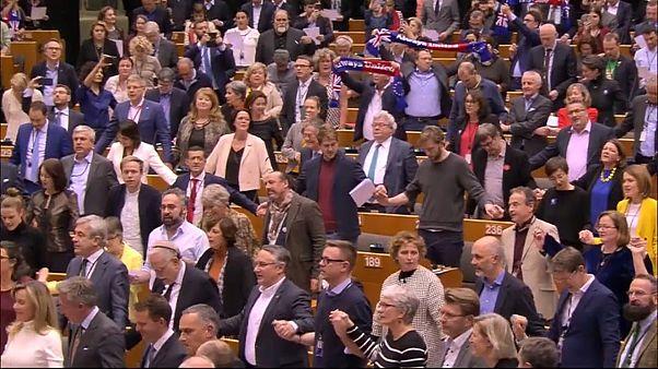 621 Ja-Stimmen: EU-Parlament sagt Großbritannien goodbye
