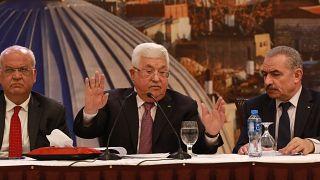 Filistin Devlet Başkanı Mahmud Abbas (ortada)