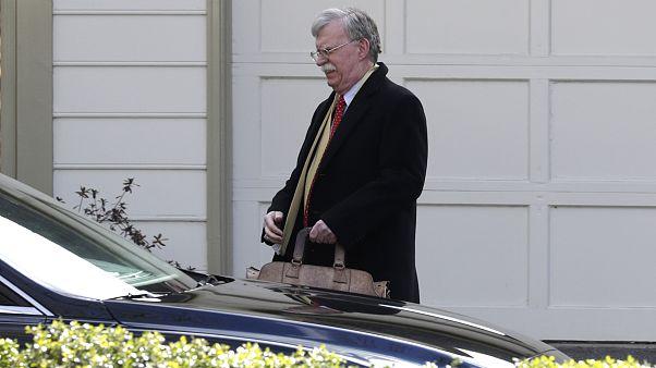 مستشار الأمن القومي السابق جون بولتون يغادر منزله في بيثيسدا بولاية ماريلاند يوم الثلاثاء 28 يناير 2020.