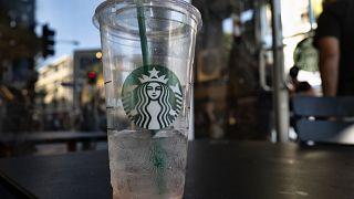 Starbucks koronavirüs nedeniyle Çin'deki 2 binden fazla şubesinde kepenk kapatıyor