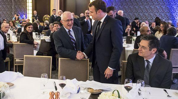 الرئيس الفرنسي إيمانويل ماكرون يهنّئ المؤرّخ التركي تانير أكشام