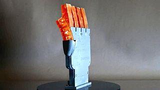 Robotlar artık insanlar gibi terleyecek; bilim insanları terleyen robot eli geliştirdi