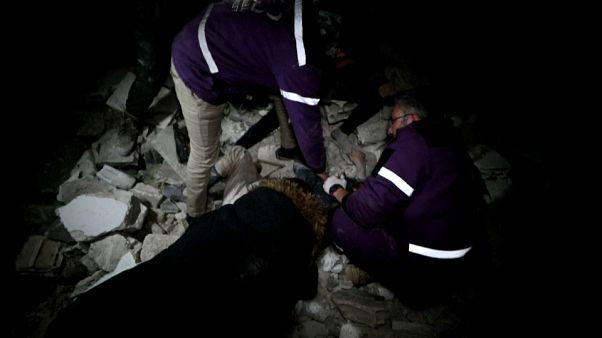 مقتل 10 مدنيين في غارات روسية على إدلب وقوات النظام السوري تتقدم على طريق دولي استراتيجي