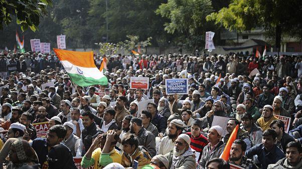 تظاهرات ضد قانون شهروندی در هند به خشونت کشیده شد