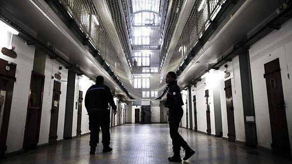 AİHM hapishanelerin aşırı dolu olması nedeniyle Fransa'yı mahkum etti