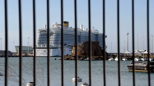 7000 personnes piégées sur un navire de croisière italien — Risque de Coronavirus