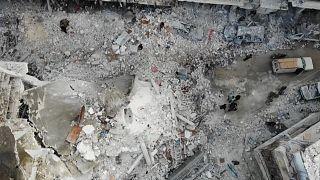 Savaş uçakları İdlib'in Eriha ilçesini hedef aldı: Kent tanınamaz halde