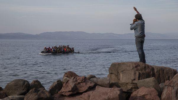 Περισσότεροι από 300 πρόσφυγες και μετανάστες έφτασαν σε ελληνικά νησιά το τελευταίο 24ωρο