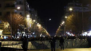 Οπαδοί του ΠΑΟΚ συμμετέχουν σε συγκέντρωση διαμαρτυρίας στο κέντρο της Θεσσαλονίκης
