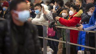 """بسبب فيروس كورونا .. الولايات المتحدة توصي رعاياها بـ""""عدم السفر"""" إلى الصين"""