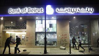 حاكم مصرف لبنان: تم تحويل مليار دولار خارج البلاد في نهاية 2019