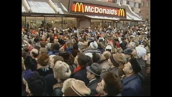 ۳۰ سال پیش در چنین روزی: صف بیپایان در برابر اولین مکدونالد شوروی