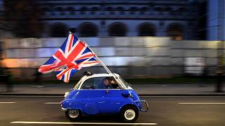Brexit: Londra ammaina la bandiera europea