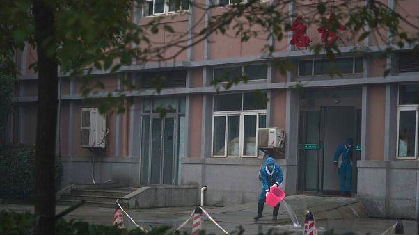 Эвакуированные из Ухани иностранцы не верят китайским СМИ