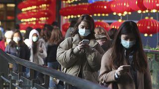 شمار قربانیان کرونا در چین به دستکم ۵۶۳ نفر رسید؛ ۲ داروی تازه معرفی شد