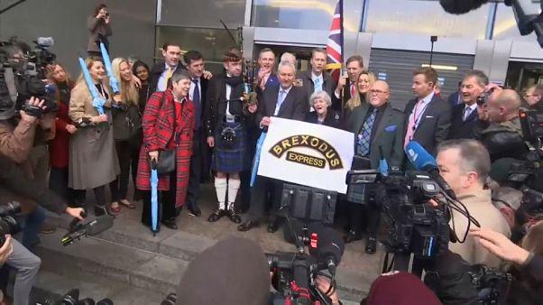 Γκάιντες και σημαίες του Ηνωμένου Βασιλείου στη γιορτή του Brexit