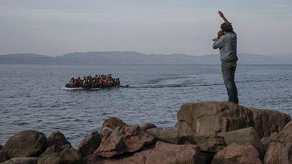 اليونان تسعى لبناء جدار عائم لمنع المهاجرين من دخول جزرها