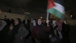 Des milliers de personnes manifestent contre le plan de paix américain à Amman