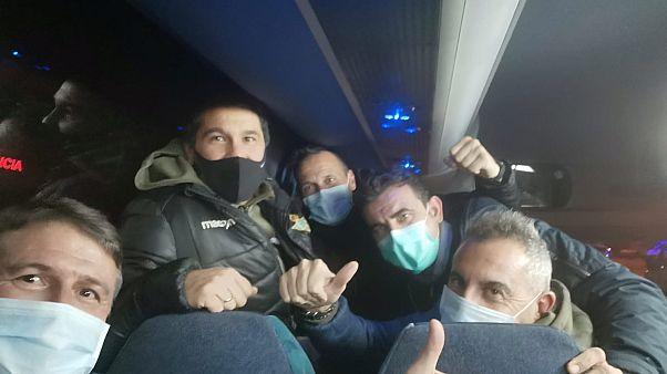 Pedro Morilla y sus compañeros recién aterrizados en Madrid