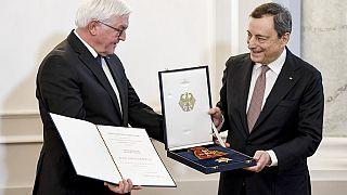 Nach 8 Jahren als EZB-Chef: Ein (umstrittener) Orden für Mario Draghi