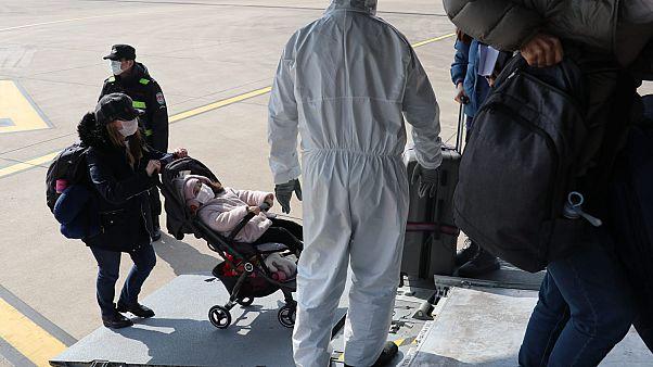 Yeni tip koronavirüs salgınının yaşandığı Çin'deki Türk vatandaşları tahliye edildi