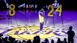 Los Angeles Lakers'ın yıldız oyuncusu LeBron James, anma töreninde duygusal bir konuşma yaptı.