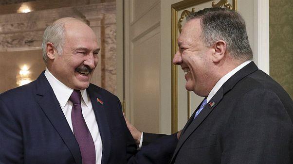 مایک پمپئو، وزیر خارجهٔ ایالات متحده در کنار آلکساندر لوکاشنکو، رئیس جمهوری بلاروس