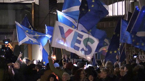 تجمع مخالفان برکسیت در مقابل پارلمان اسکاتلند