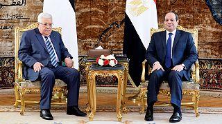 """السيسي يؤكد لعباس """"ثبات"""" الموقف المصري المؤيد لدولة فلسطينية وفق الشرعية الدولية"""