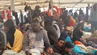 """""""الأذرع المفتوحة"""" تناشد إيطاليا من أجل السماح برسو سفينة تحمل 363 مهاجراً"""